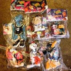 @redlightvintage dead stock #spacejam plush toys. #bugsbunny #lolabunny #daffyduck #taz #michaeljordan #redlightvintage
