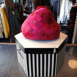 Be a crafty magician or a slinky socialite lady in this 1960's dyed feather hat. The choice is yours! $28. #redlightvintage #vintage #vintagehats #buylocal #drsuessforpresident